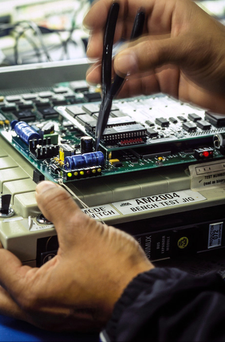 Inspecting an electronic circuit board on an test bench